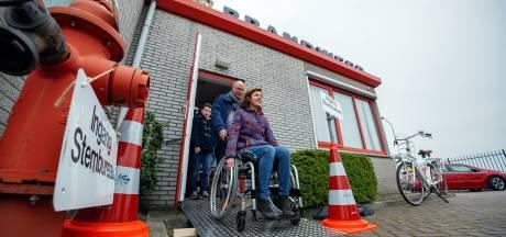 In een rolstoel ervaren hoe het is om te stemmen in de gemeente Drimmelen