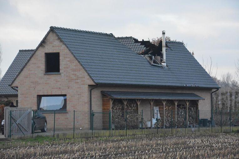 Ook een groot deel van het dak raakte zwaar beschadigd.