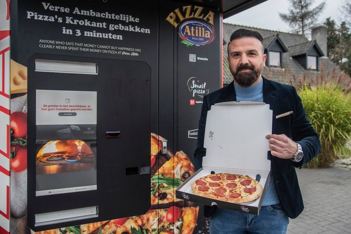 De 'Pizzazoid': de pizza-automaat van Atilla Ertas uit Zele.