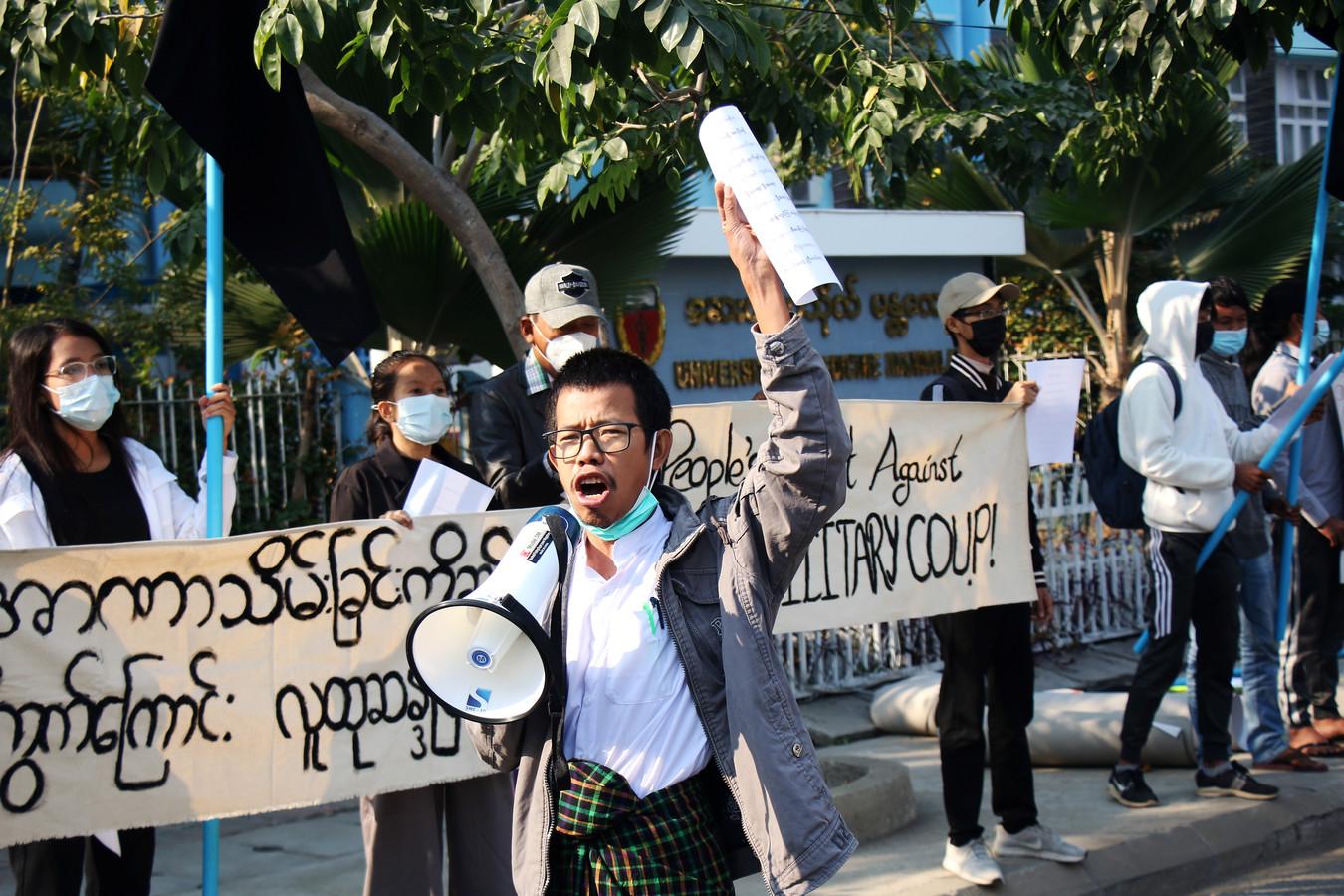 Protest voor de medische universiteit in Mandalay