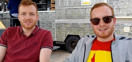 Nauwelijks voetbalsupporters op terrassen Deventer binnenstad: 'Fans zitten vooral thuis'
