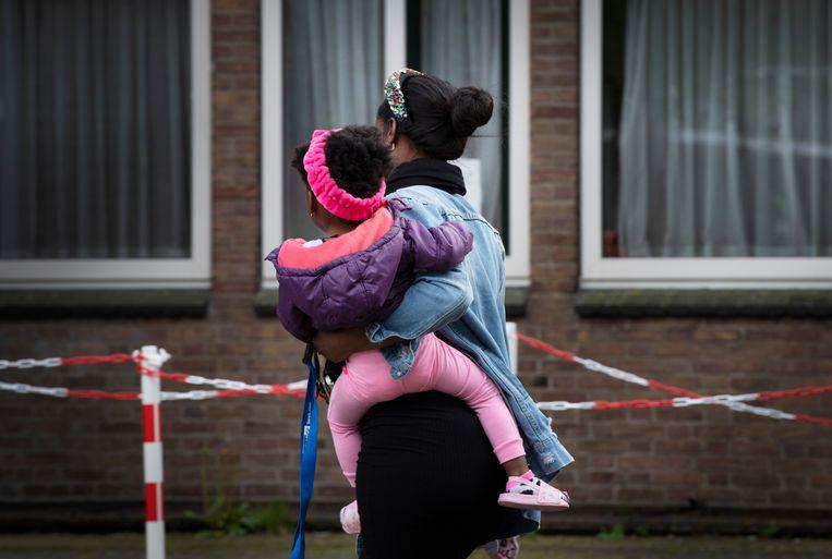 Een moeder met haar dochter in het AZC van Leersum. Beeld ANP / Hollandse Hoogte