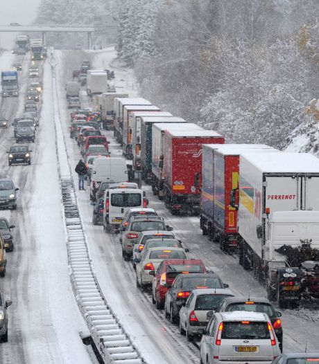 France: près de 8.000 personnes bloquées hébergées à Vélizy