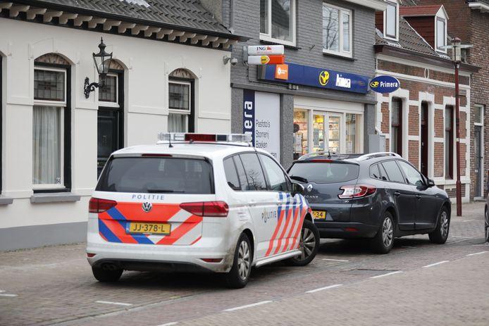 De Primera in de Dorpsstraat is zaterdagmiddag overvallen.