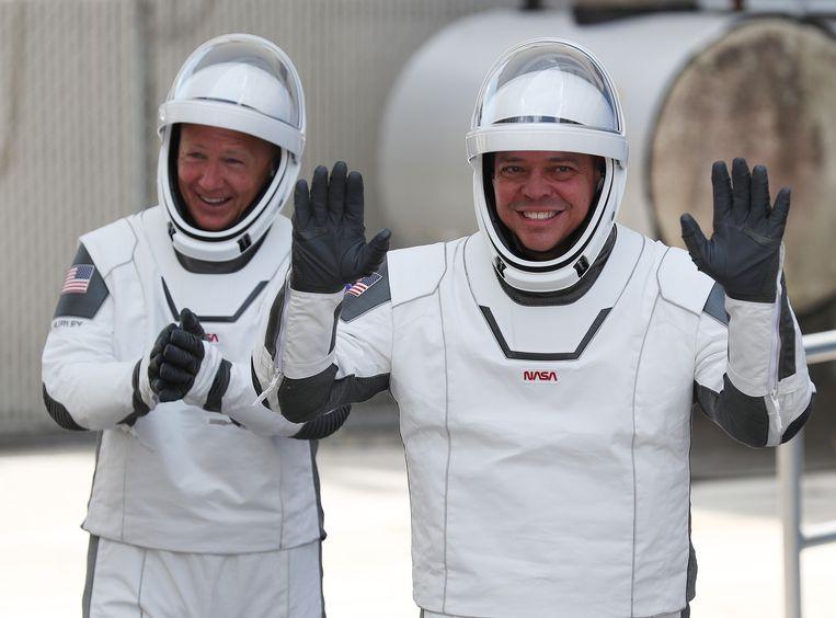 Astronauten Bob Behnken (rechts) en Doug Harley. Beeld AFP