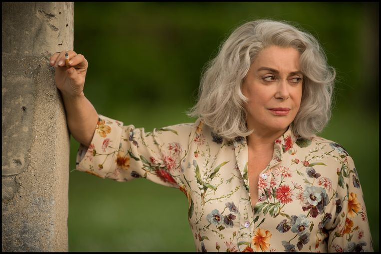 Catherine Deneuve in 'La dernière folie de Claire Darling'.