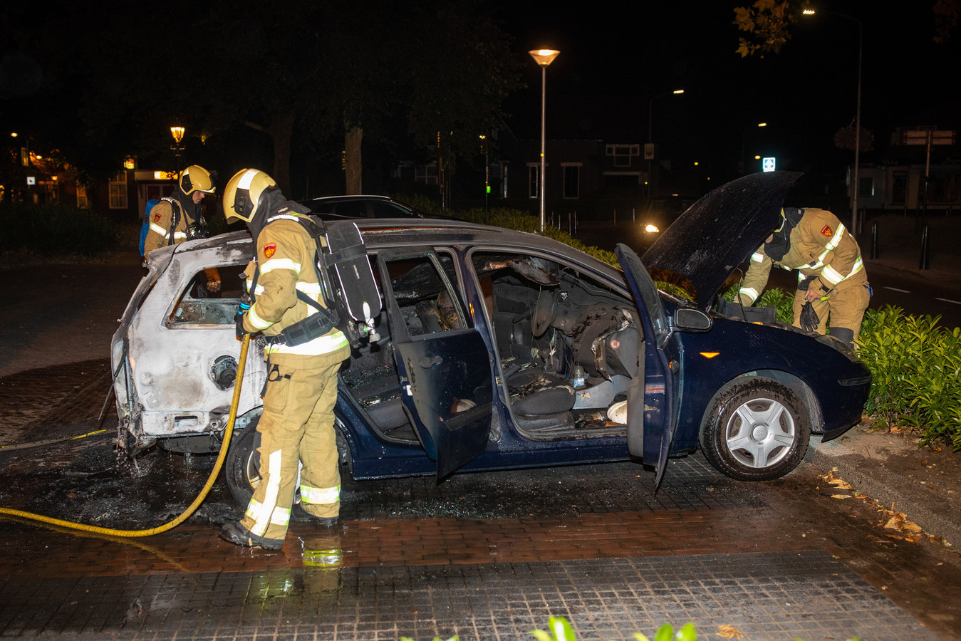De achterkant van de auto raakte zwaar beschadigd.
