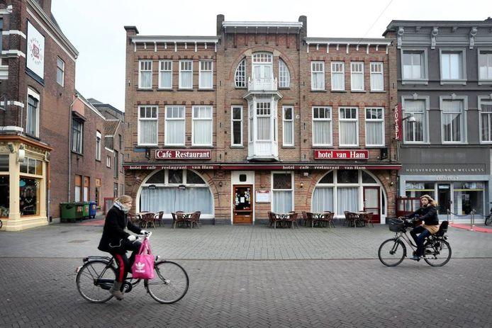 Hotel Van Ham aan het Van Coothplein. foto Ramon Mangold/het fotoburo