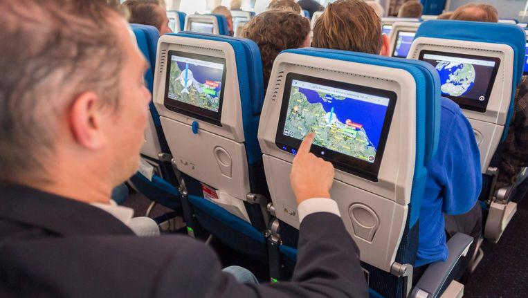 De vliegtuigpassagiers delen straks via wifi een verbinding die maximaal 75 Megabit per seconde aan data kan doorvoeren Beeld anp