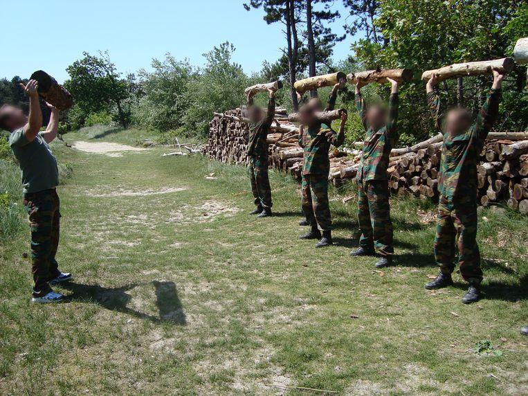 'Terroristenjager': De strenge selectieweek en de beenharde opleiding van tien maanden tot eliteagent — een soort 'Kamp Waes' in Guantanamo Bay. Beeld Humo