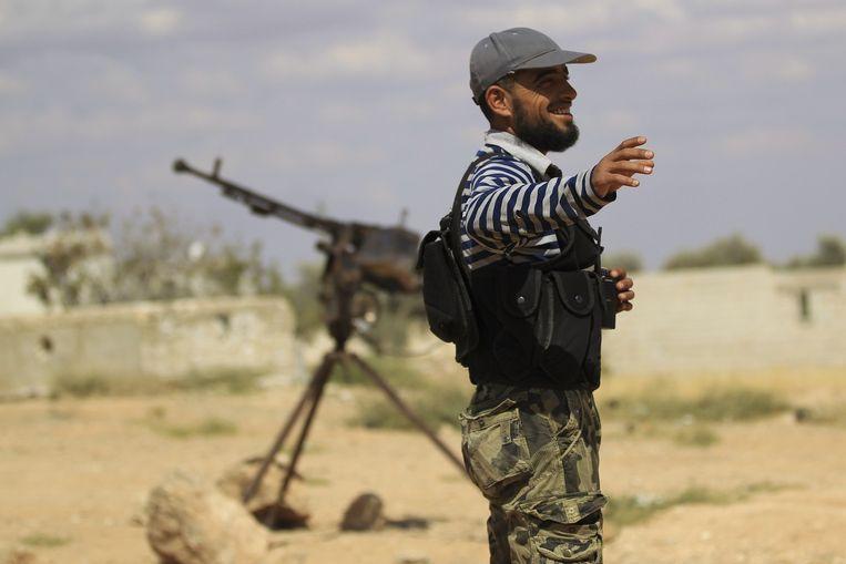 Een strijder van de gematigde rebellengroep het Vrije Syrische Leger. Beeld null