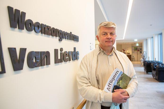 Directeur Dirk De Byser van woonzorgcentrum Van Lierde in de Bellestraat in Hekelgem op de dag van de eerste vaccinatieronde.