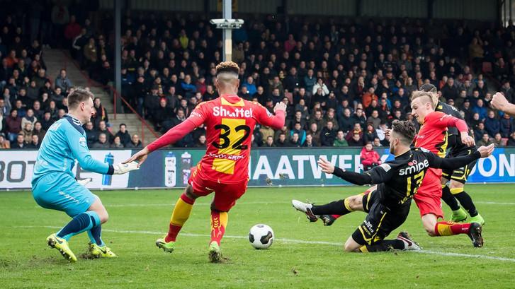 LIVE: Frommelgoal Van Wolfswinkel zet Vitesse op voorsprong