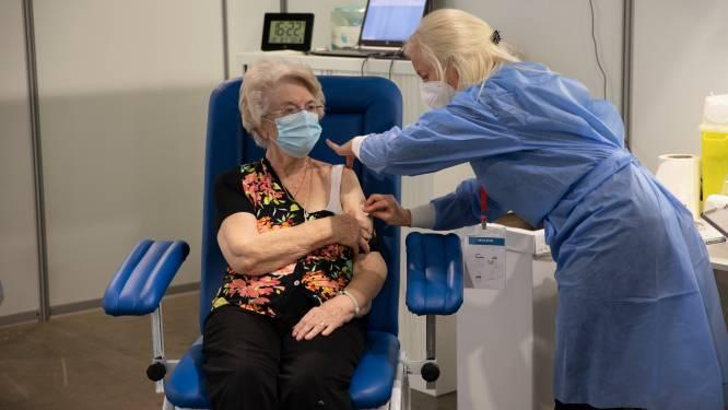 """""""93 procent Meetjeslandse 65-plussers kreeg al eerste prik"""": al meer dan 40.000 vaccins toegediend"""