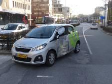 Syntus-bus botst tegen auto in Amersfoort