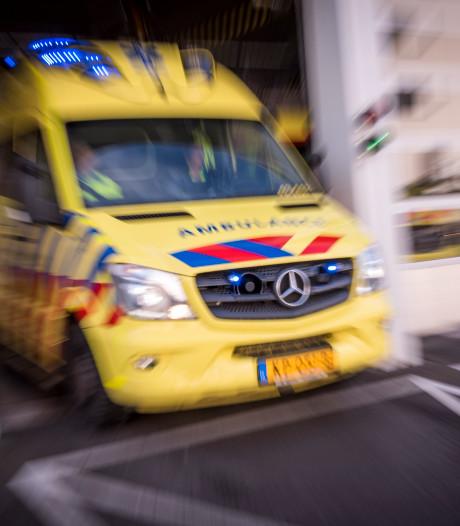 Vrachtwagen botst in dichte mist met acht auto's bij Grijpskerk