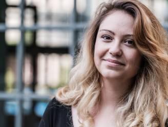 """COLUMN. Sara Leemans schrijft over 33-jarige single Hanne: """"Ik post een citaatje op Instagram, zodat mijn crush weet dat ik gevat ben"""""""