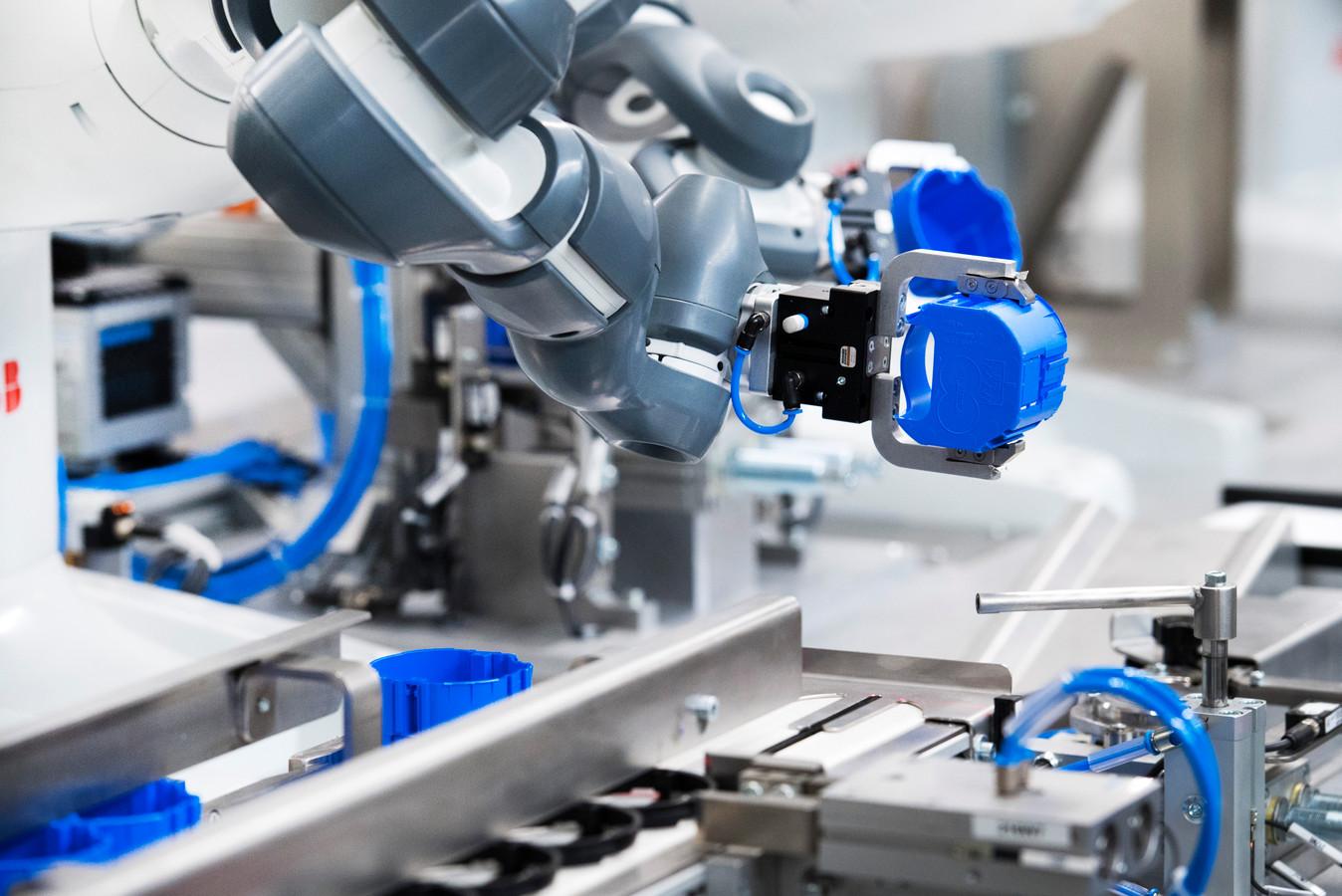 Steeds meer bedrijven gebruiken nieuwe technologieën, zoals robots, op de werkvloer.