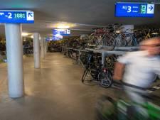 Accudief in fietsenstalling station Arnhem staat op camera, maar wie bekijkt de beelden?