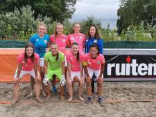 Winst en verlies voor vrouwen van Beach Soccer Zeeland