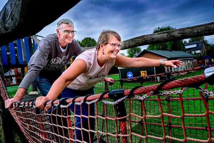 Voorzitter Brian Jelier en zijn vrouw Dianne van Speeltuin De Victorie, die dit jaar haar 75-jarig jubileum viert.