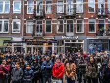 Honderden mensen nemen afscheid van Roy (64) in Amsterdam: 'Hij deed niemand kwaad en werd vermoord'