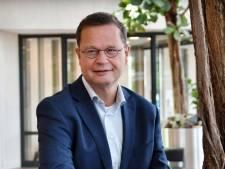 Wethouder van Zwanenburg blij met oordeel over woonwagens in Hof van Twente, Martha Wolters zet demonstratie in villawijk voort