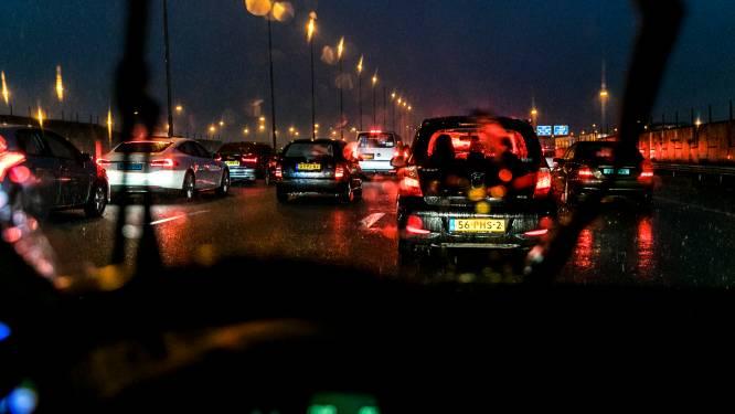 Ongeluk met vijf auto's zorgt voor fikse file op A6 bij Lelystad, vertraging neemt af