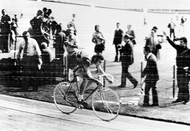 Eddy Merckx in 1972 op de piste in Mexico City. Hij verbeterde toen het record van Ole Ritter uit 1968. Beeld AFP