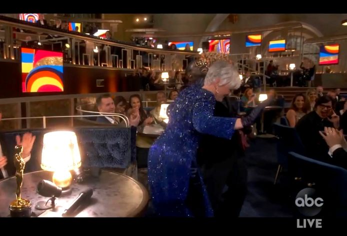 "Glenn Close danse sur la chanson de E.U.' ""Da Butt"" lors des Oscars."