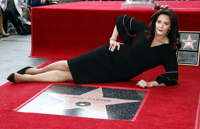 Lynda Carter bij de onthulling van haar ster op de Hollywood Walk of Fame op 3 april 2018.