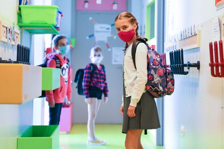 Ook in het secundair onderwijs gaan mondmaskers op de schop. Beeld Photo News