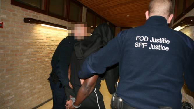 Man (18) die bejaarde vrouw (87) verkrachtte op kerkhof riskeert zeven jaar cel