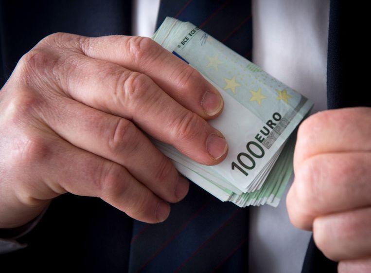 Minister van Financiën Johan Van Overtveldt verwacht dat de regularisatie-aanvragen nog zullen stijgen.