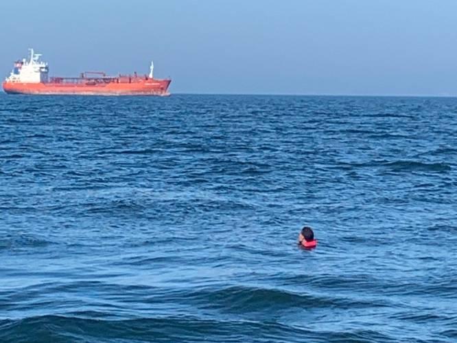 """Knokse zeiler (74) redt leven van drenkeling op volle zee: """"Dacht eerst dat het een zeehond was..."""""""