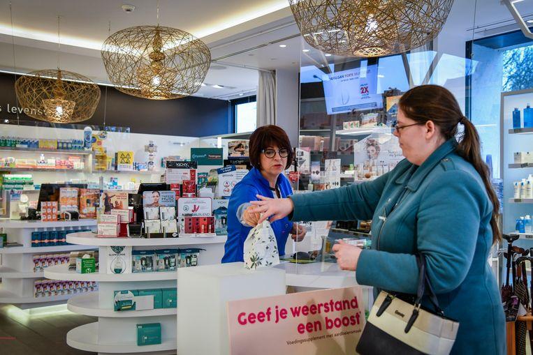 De Belgen kopen te veel pillen en dat kost de overheid handenvol geld. Beeld Geert De Rycke