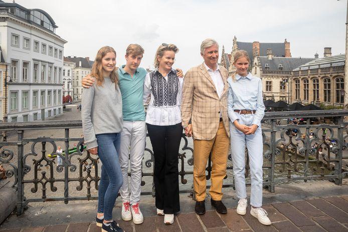 La princesse Elisabeth, le prince Emmanuel, la Reine Mathilde et le Roi Philippe à Gand ce dimanche.