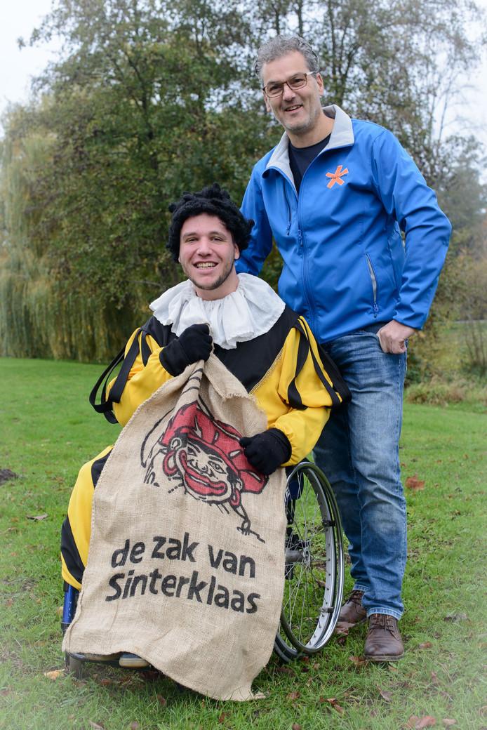 Rolstoelpiet Jeroen Korte en begeleider/chauffeur Marc Bijker.