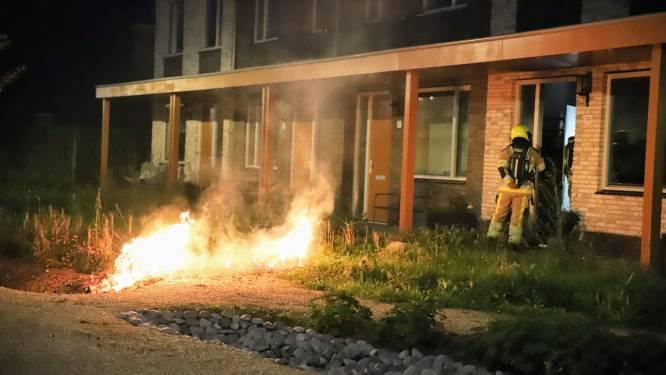 'Bewoner sleept brandend bankstel uit woning in Tiel'