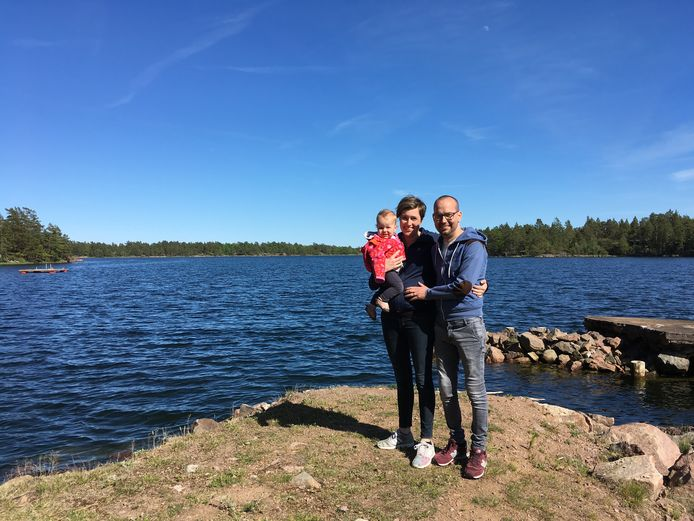 Anke Verweijen, zwanger van zoontje Timo, met Dennis en hun dochtertje Robin. foto: eigen foto