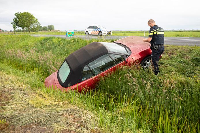 Getuigen troffen de auto zonder bestuurder aan.