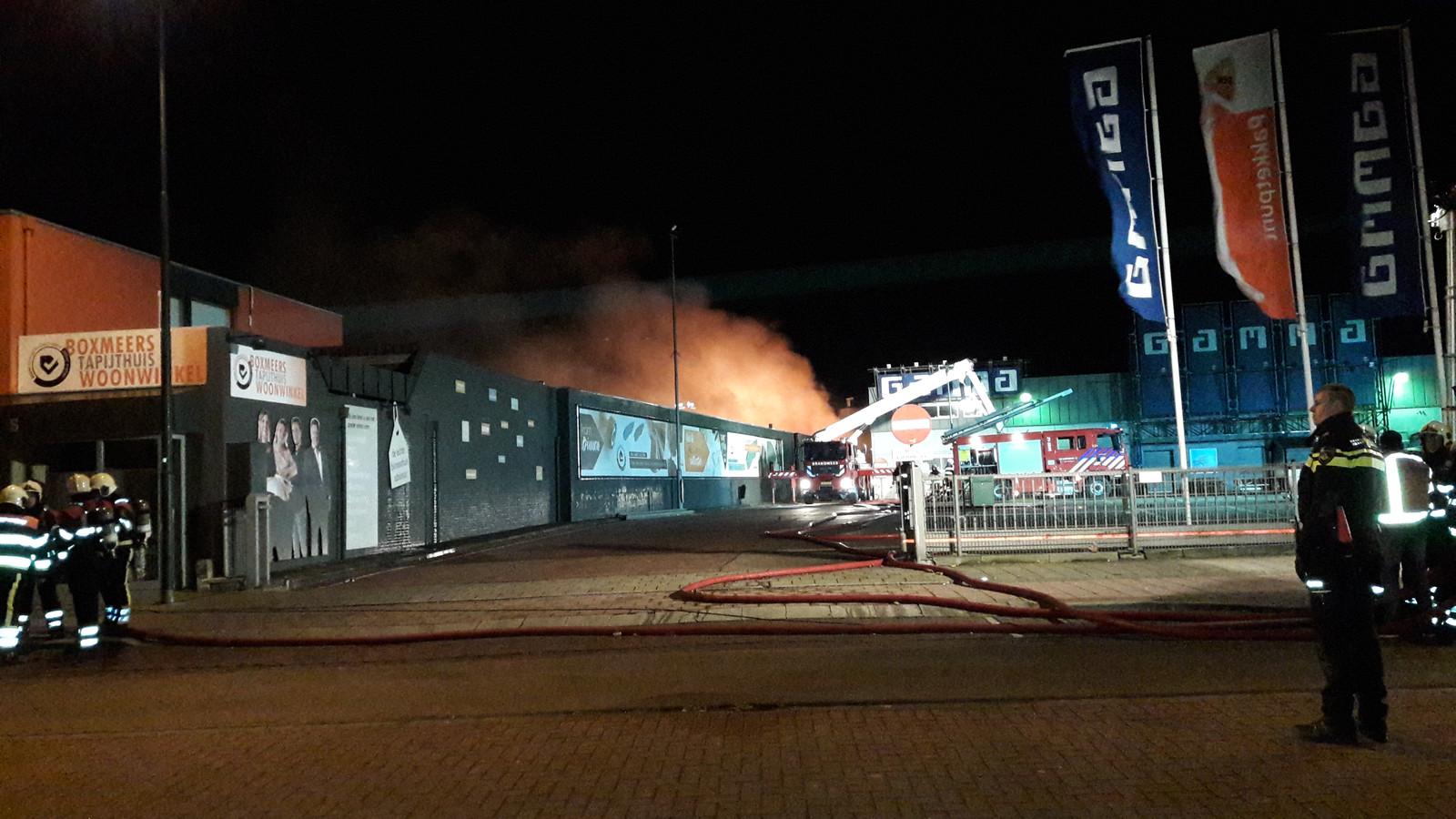 ca54421ebdb Opslagloods in Boxmeer verloren door grote brand, politie doet ...