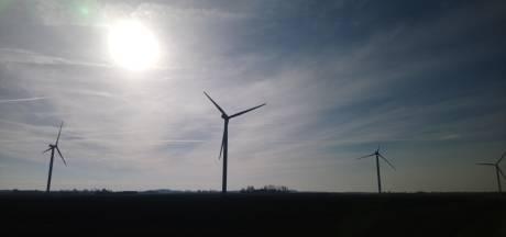Petitie en forse weerstand in raad houden drie windmolens bij Hoenzadriel niet tegen