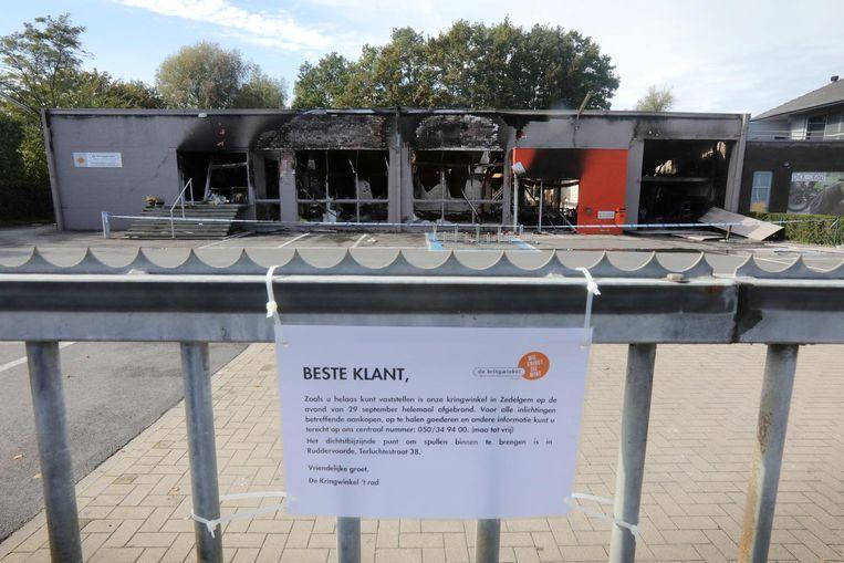 Van de Kringloopwinkel blijft niks meer over na de zware brand vrijdagavond.