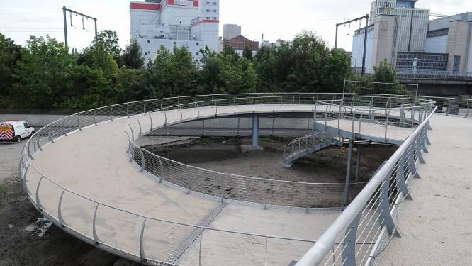 Wegdek spiraalbrug nog voor winter hersteld