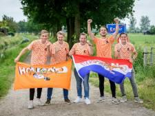 Twentse Oranjefans laten zich door niks afschrikken: 'Fantastisch, alles mag weer'