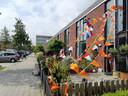Slechts één huis in de Pernisstraat kleurt oranje.
