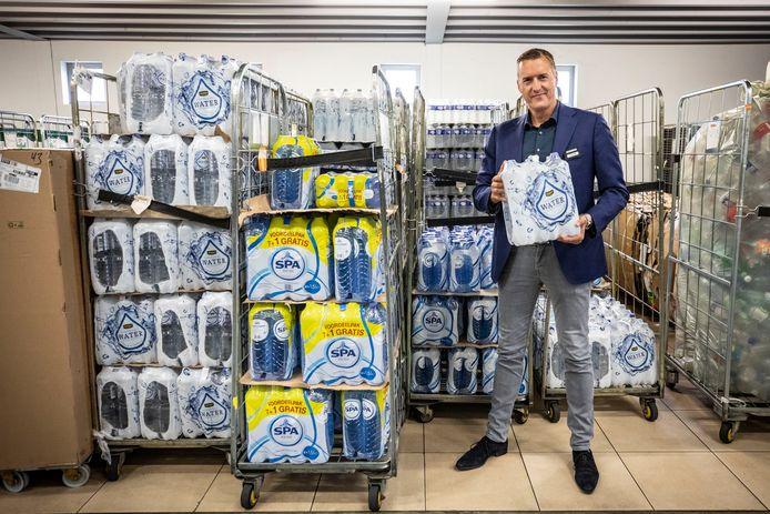 """Jumbo Kuipers heeft weer een flinke voorraad bronwater. Maar: """"Hoewel de problemen in Oldenzaal zijn opgelost, zien we nog steeds een licht verhoogde vraag naar water."""""""