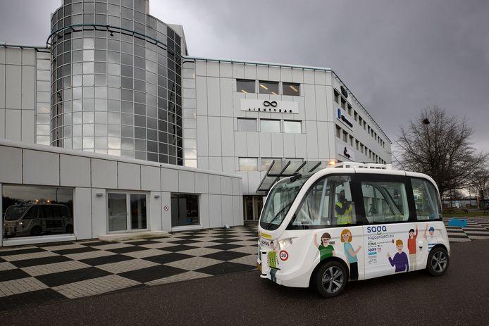De zelfrijdende minibus op de Automotive Campus in Helmond.