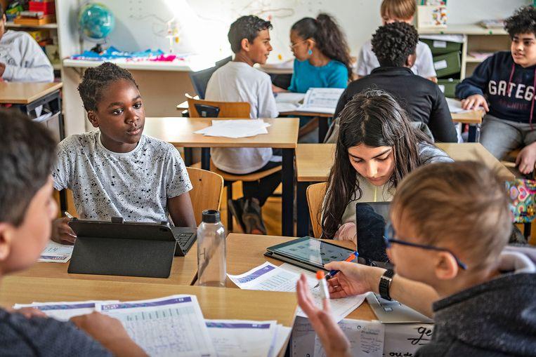 Basisschool Het Atelier in Diemen-Zuid kreeg onlangs een toestroom van leerlingen met hoogopgeleide ouders. Beeld Guus Dubbelman / de Volkskrant